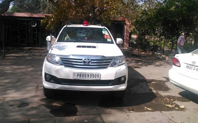 Punjab chief secretary found violating new rule of not using red beacon-fitted vehicle