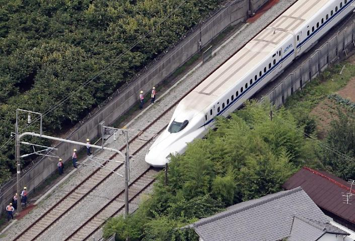 The bullet train stops near Odawara station after an apparent suicide attempt by one pf the passengers on June 30, 2015 (AFP Photo/)