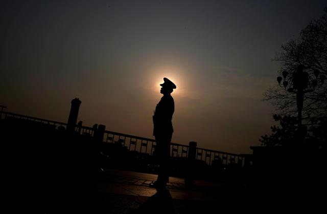 <p>A soldier stands guard outside the Great Hall of the People, the venue of China's National People's Congress (NPC), in Beijing on March 9, 2018. (Photo: Jason Lee/Reuters) </p>