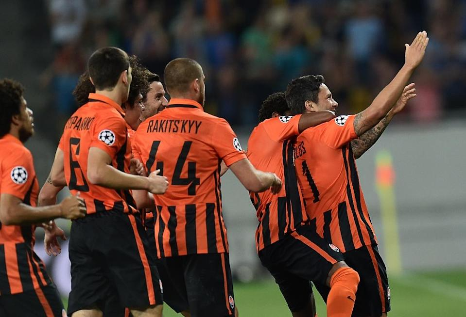 Shakhtar Donetsk players celebrate after Mavros scored during the Champions League playoff match against Rapid Wien at Arena Lviv Stadium in Lviv on August 25, 2015 (AFP Photo/Sergei Supinsky)