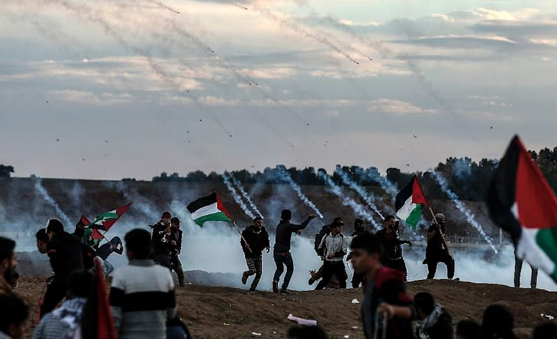 Palestinians react to tear gas fired by Israeli forces during a protest on November 23, 2018, in the eastern outskirts of Gaza City, near the border with Israel (AFP Photo/MAHMUD HAMS)