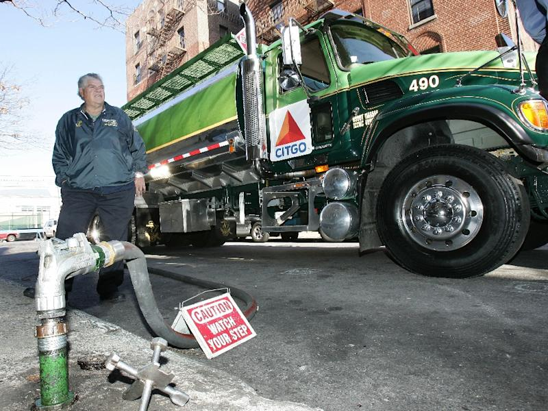 A delivery truck from Citgo, which owns refineries and gasoline stations in the United States, delivers low-cost heating oil to an apartment building in New York (AFP Photo/DON EMMERT)