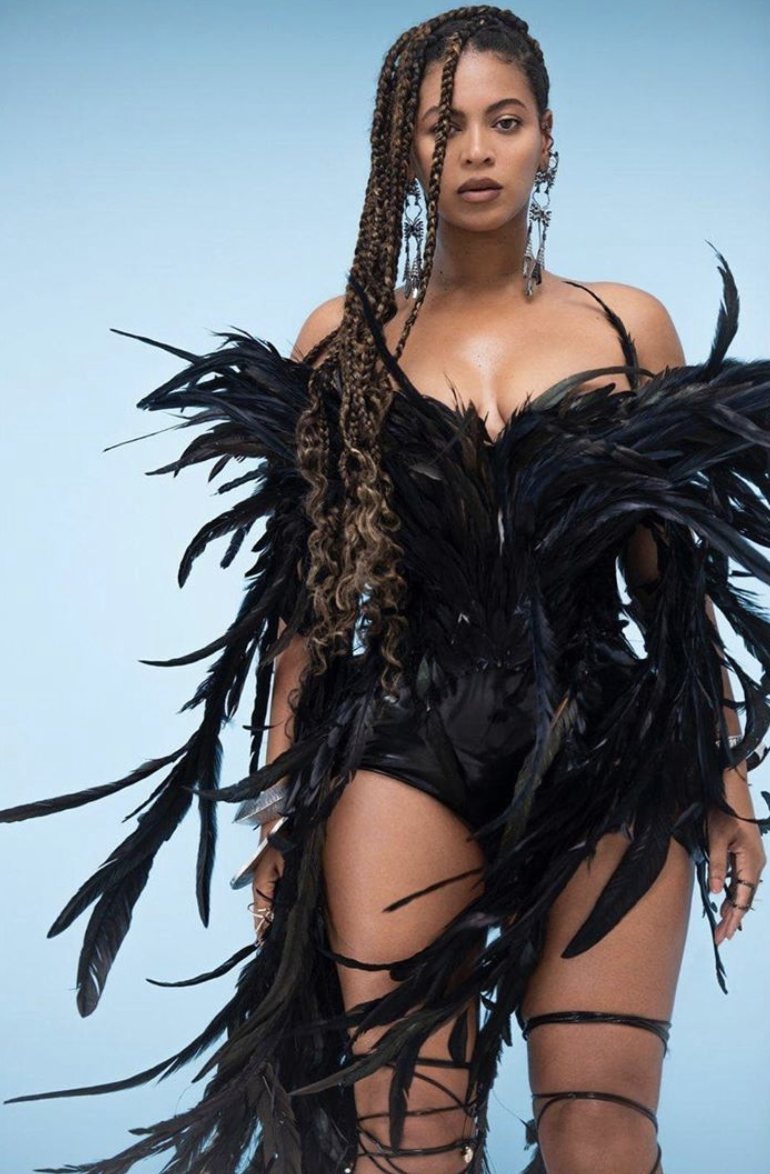 <p>Beyoncé wears a custom black bustier with feathers by Ashi Studio. </p>