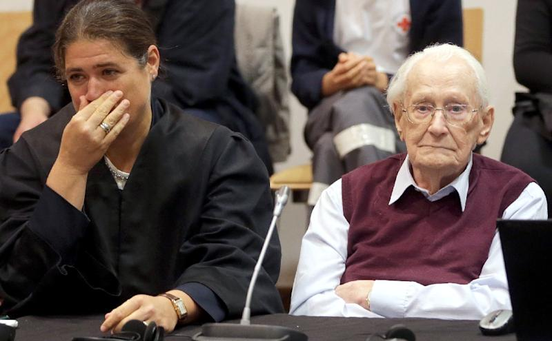 Former Nazi SS officer Oskar Groening and his lawyer Susanne Frangenberg await the verdict at his trial in Lueneburg, northern Germany, on July 15, 2015 (AFP Photo/Axel Heimken)