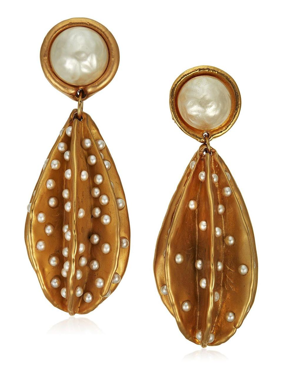 <p>This pearl-studded pendants are estimated to be worth $1,500 to $2,000.</p>
