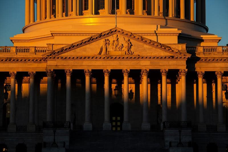 As workers miss paychecks, shutdown set to hit record length