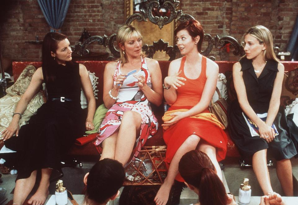 """The cast of """"Sex And The City"""" (""""The Caste System"""" episode). From l-r: Kristin Davis, Kim Cattrall, Cynthia Nixon and Sarah Jessica Parker. 1999"""