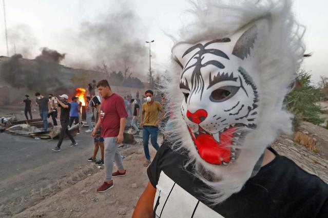 <p>Iraqi protestors demonstrate against the government and the lack of basic services, on Sept. 3, 2018 in the southern city of Basra. – Iraq has been gripped by protests over power outages, unemployment, state mismanagement and a lack of clean water. (Photo: Haidar Mohammed Ali/AFP/Getty Images) </p>
