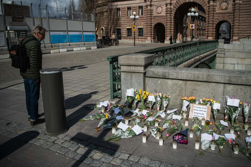 Picture taken on April 29, 2020 shows a memorial in Stockholm's Mynttorget square in memory of loved ones lost to the new coronavirus featuring candles, flowers and handwritten notes, some of which express frustration over Sweden's softer approach to curbing the illness. (Photo by Jonathan NACKSTRAND / AFP) (Photo by JONATHAN NACKSTRAND/AFP via Getty Images)