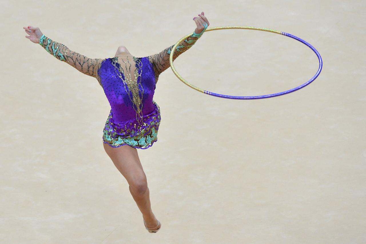 US gymnast Julie Zetlin performs her ball program during the individual all-around qualifications of the rythmic gymnastics event of the London Olympic Games on August 9, 2012 at Wembley arena in London. AFP PHOTO / BEN STANSALL