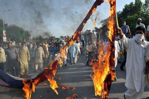 Pakistani Muslim demonstrators burn a US flag in Islamabad