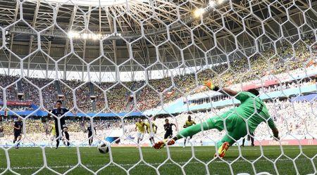 Soccer Football - World Cup - Group H - Colombia vs Japan - Mordovia Arena, Saransk, Russia - June 19, 2018 Japan's Shinji Kagawa scores their first goal from the penalty spot REUTERS/Jason Cairnduff TPX IMAGES OF THE DAY