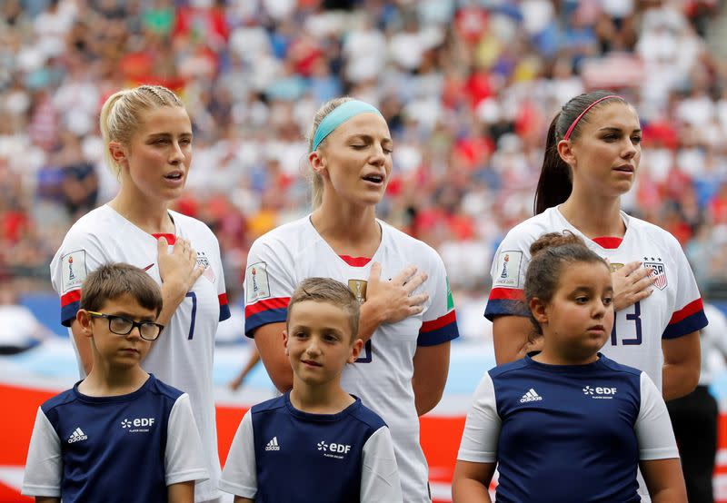 Women's soccer team calls for repeal of kneeling ban