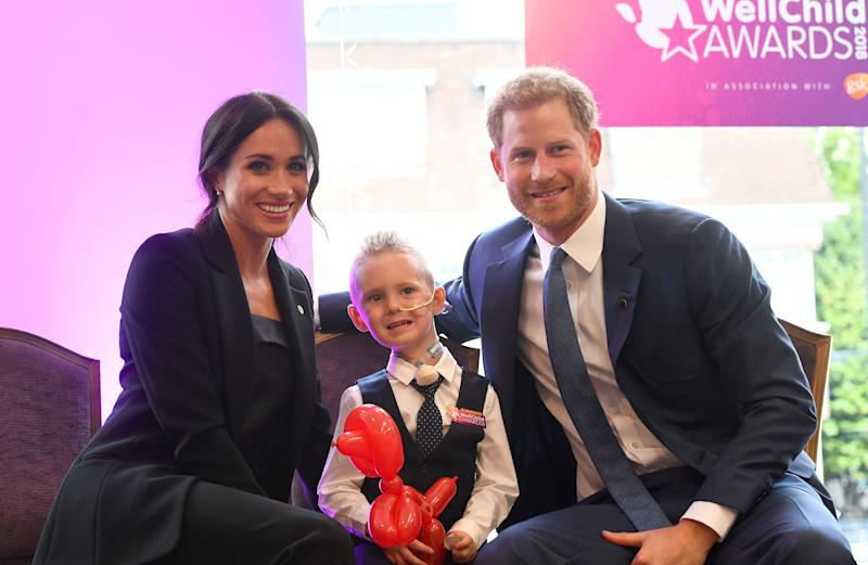 The two meeting with 4-year-old Mckenzie Brackley at the awards show. (PA Wire/PA Images)