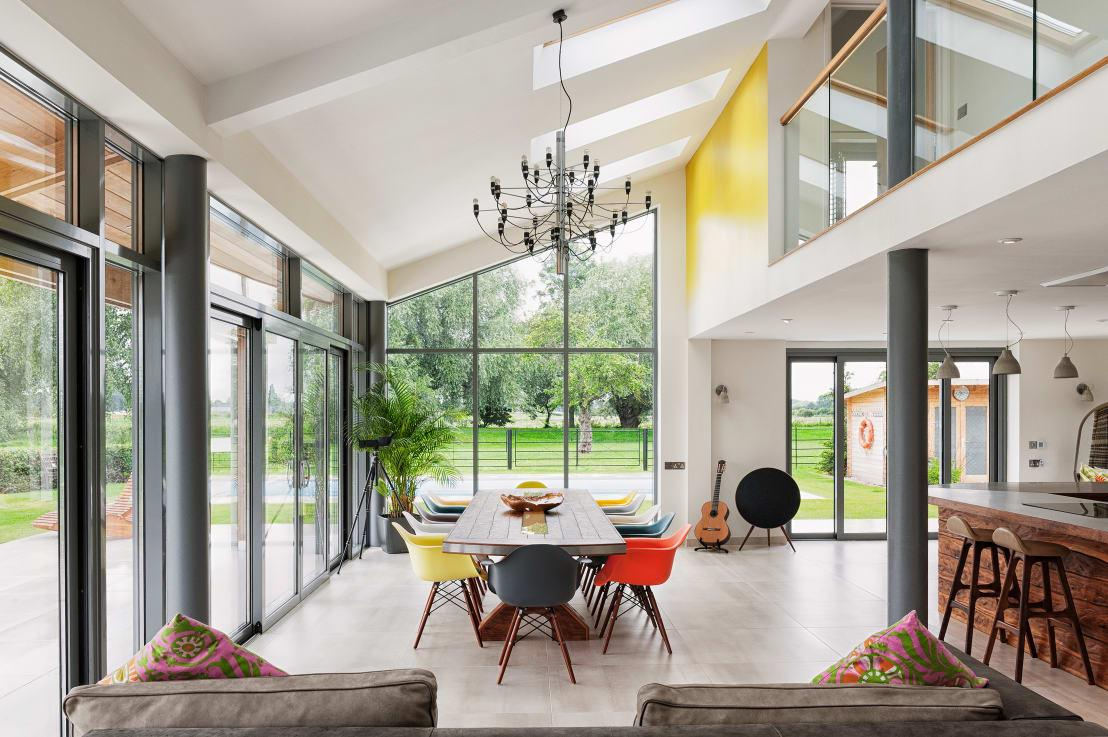 """<p>We all know the fantastic benefits of sunlight, but how often do you get to see a magnificent design such as this that allows an abundance of natural light to flood indoors?</p><p>Need that expert interior (or exterior) look? Check out our range of<a rel=""""nofollow"""" href=""""https://www.homify.co.uk/professionals"""">professionals</a>.</p>  Credits: homify / Dan Wray Photography"""