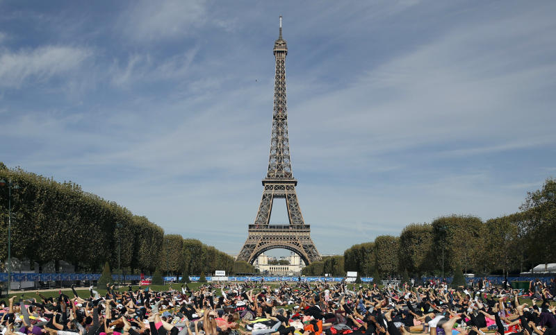 France fears more riots; Museums, Eiffel Tower to close
