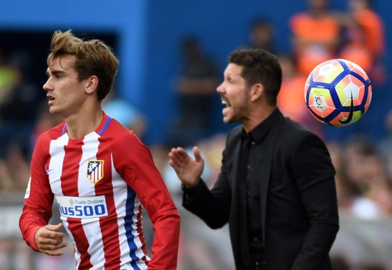 Atletico Madrid's Antoine Griezmann (L) and head coach Diego Simeone, seen during a Spanish La Liga match at the Vicente Calderon stadium in Madrid, in September 2016