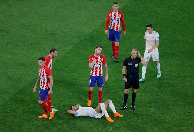 Soccer Football - Europa League Final - Olympique de Marseille vs Atletico Madrid - Groupama Stadium, Lyon, France - May 16, 2018 Marseille's Dimitri Payet lies on the pitch after sustaining an injury as referee Bjorn Kuipers signals for medical treatment REUTERS/Vincent Kessler