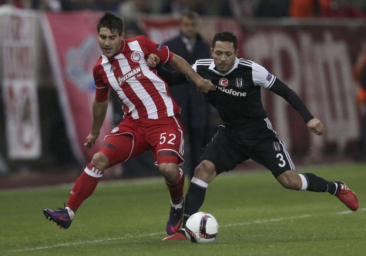 Football Soccer - Europa League Round of 16 First Leg -Olympiacos vs Besiktas - Georgios Karaiskakis Stadium, Athens, Greece - 9/3/17 Olympiacos' Giorgos Manthatis (L) and Besiktas' Adriano in action. REUTERS/Alkis Konstantinidis