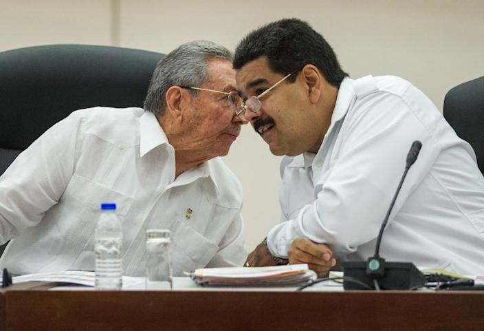 Cuban President Raul Castro (left) talks to his Venezuelan counterpart Nicolas Maduro during a 2014 regional summit in Havana (AFP Photo/Yamil Lage)