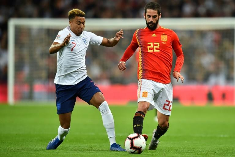 Spain's Isco shrugs off England midfielder Jesse Lingard