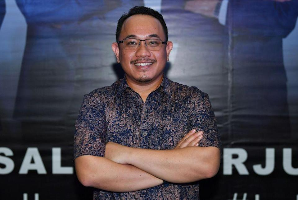 Pejuang's candidate for the Slim by-election Amir Khusyairi Mohamad Tanusi poses for the camera in Tanjung Malim August 12, 2020. — Bernama pic