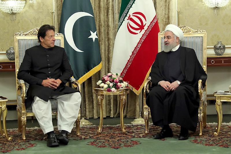 Iranian President Hassan Rouhani (R) meeting with Pakistani Prime Minister Imran Khan in Tehran