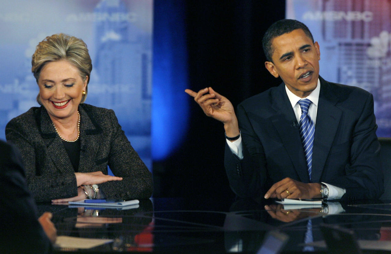 US Democratic presidential candidates Senator Barack Obama (D-IL) (R) makes a point as Senator Hillary Clinton (D-NY) (L) reacts in the last debate before the Ohio primary in Cleveland, Ohio, February 26, 2008.  REUTERS/Matt Sullivan  (UNITED STATES)  US PRESIDENTIAL ELECTION CAMPAIGN 2008 (USA)