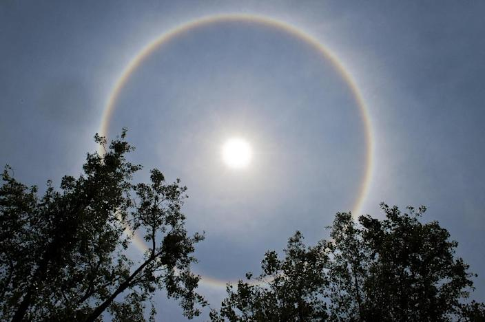 A halo around the sun is seen in the sky above Mexico City on May 21, 2015 (AFP Photo/Omar Torres)
