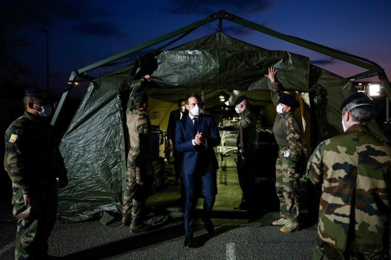 French army moves up a gear in war against coronavirus