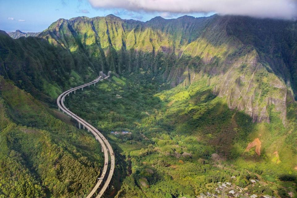 <p>Even something as mundane as your daily commute can't be that bad if you're traveling down the H-3 interstate highway in Oahu, Hawaii. </p>