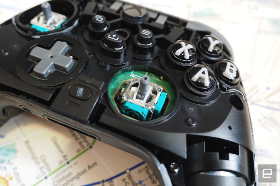 Scuf Gaming Instinct Pro with faceplate removed