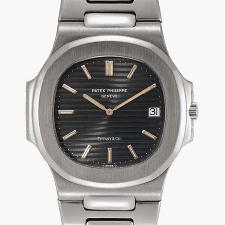 A stainless-steel automatic wristwatch with date and bracelet. Signed Patek Philippe, Nautilus ref. 3700_1 (1977)