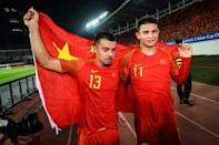 Li (L) and a group of Brazilian players, including Elkeson (R) have become naturalised Chinese citizens