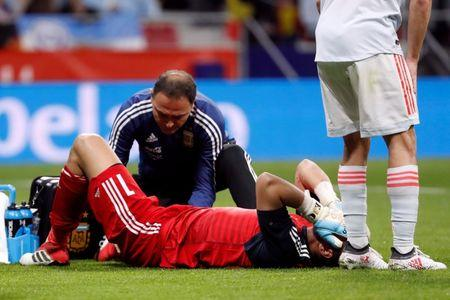 Soccer Football - International Friendly - Spain vs Argentina - Wanda Metropolitano, Madrid, Spain - March 27, 2018  Argentina's Sergio Romero receives medical attention after sustaining an injury   REUTERS/Javier Barbancho