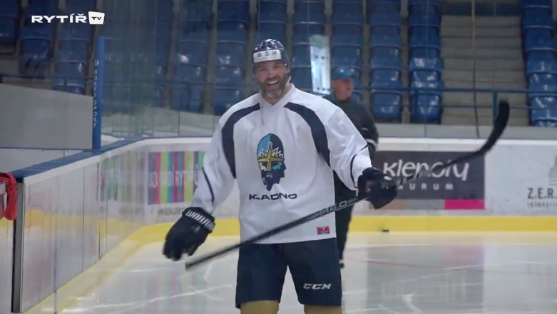 Jaromir Jagr hits the ice with Kladno 21fec81fcb