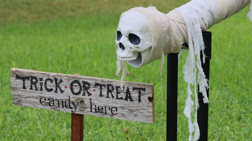 This Halloween, people have been finding innovative ways to celebrate the holiday while maintaining social distancing. (Photo: Jay & Jaimie of Wicked Makers)