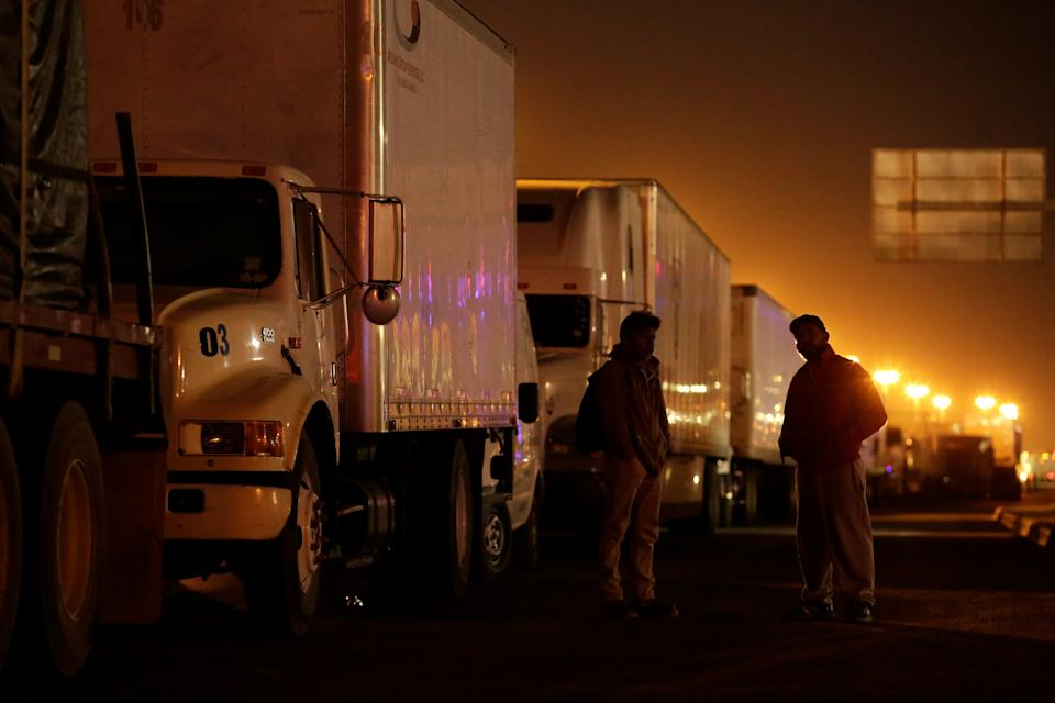 Truck drivers chat as they wait in a long queue for border customs control to cross into U.S., at the Cordova-Americas border crossing bridge in Ciudad Juarez, Mexico April 5, 2019. REUTERS/Jose Luis Gonzalez