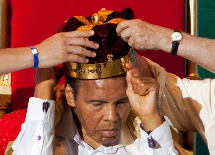 """The crown of """"King of Boxing"""" is placed on former American boxer Muhammad Ali during the 50th Convention of the World Boxing Council in Cancun"""