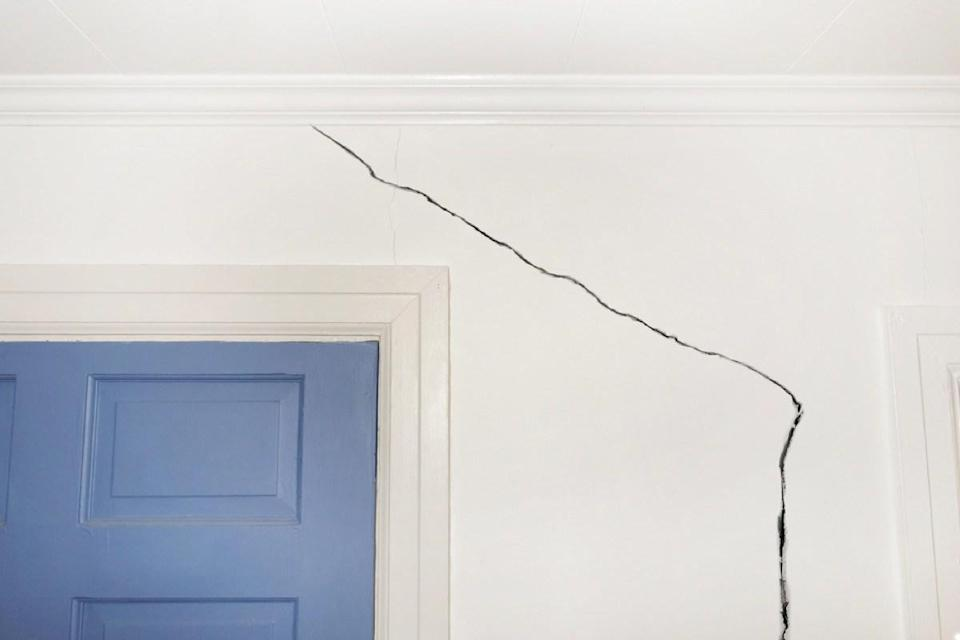 "Whether you have drywall or plaster walls, small cracks can appear over time in even the most well-built homes. That said, if cracks are specifically showing up in the corners of your rooms, it might be time to call in the pros. ""If you have random cracks in the walls, it's a sign that your framing lumber could be shrinking,"" says <a href=""https://www.eastatlhomebuyers.com/how-we-buy-houses/"" rel=""nofollow noopener"" target=""_blank"" data-ylk=""slk:real estate expert"" class=""link rapid-noclick-resp"">real estate expert</a> <strong>Shawn Breyer</strong>, owner of <a href=""https://www.eastatlhomebuyers.com/how-we-buy-houses/"" rel=""nofollow noopener"" target=""_blank"" data-ylk=""slk:Breye"" class=""link rapid-noclick-resp"">Breye</a>r Home Buyers, who explains that moisture losses in the lumber used to build your home can cause it to shrink and change shape, leading to those cracks."