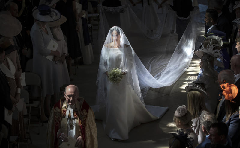 TOPSHOT - US actress Meghan Markle (C) walks down the aisle in St George's Chapel, Windsor Castle, in Windsor, on May 19, 2018 during her wedding to Britain's Prince Harry, Duke of Sussex. (Photo by Danny Lawson / POOL / AFP) (Photo credit should read DANNY LAWSON/AFP via Getty Images)