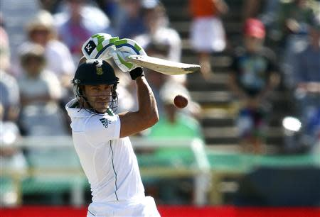 South Africa's Faf du Plessis plays a shot during the third day of the third cricket test match against Australia at Newlands Stadium in Cape Town, March 3, 2014. REUTERS/Shaun Roy