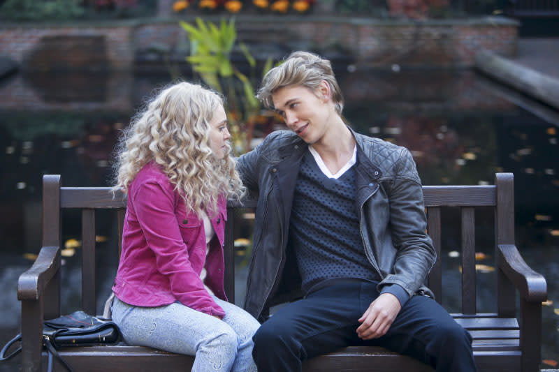 """Read Before Use"" -- AnnaSophia Robb as Carrie and Austin Butler as Sebastian"