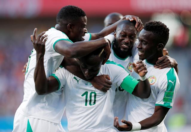 Soccer Football - World Cup - Group H - Japan vs Senegal - Ekaterinburg Arena, Yekaterinburg, Russia - June 24, 2018 Senegal's Sadio Mane celebrates with team mates after scoring their first goal REUTERS/Andrew Couldridge TPX IMAGES OF THE DAY