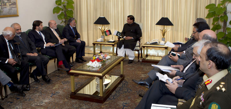 Afghan Foreign Minister Zalmay Rasoul, fifth from left, talks with Pakistan's Prime Minister Raja Pervaiz Ashraf, center, in Islamabad, Pakistan on Friday, Nov. 30, 2012. Pakistan and Afghanistan discussed freeing more Taliban detainees in Islamabad's custody to help coax the militant group into peace negotiations to end the 11-year-old war, officials said. (AP Photo/B.K. Bangash)