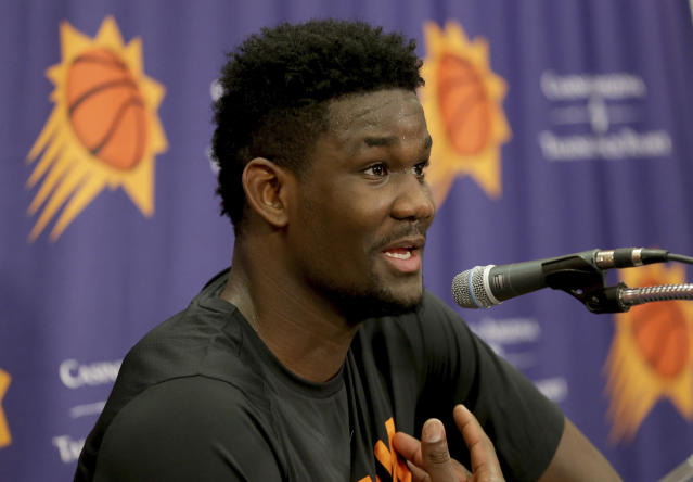 "<a class=""link rapid-noclick-resp"" href=""/ncaab/players/141127/"" data-ylk=""slk:DeAndre Ayton"">DeAndre Ayton</a> said he won't work out with any other teams ahead of the NBA draft after his workout with the <a class=""link rapid-noclick-resp"" href=""/nba/teams/pho"" data-ylk=""slk:Phoenix Suns"">Phoenix Suns</a> on Wednesday, and that he knows he's ""going No. 1."" (AP Photo/Matt York)"