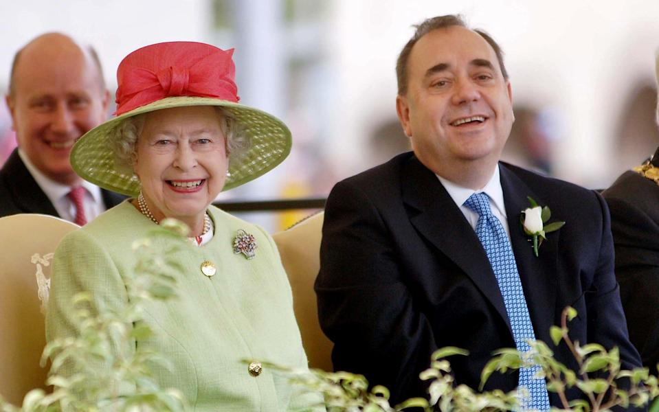 Queen Elizabeth and Alex Salmond in June 2007 when he was First Minister of Scotland  - MICHAEL BOYD/AFP/Getty