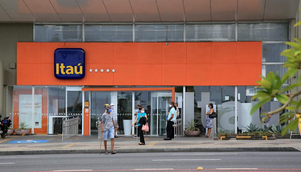 salvador, bahia, brazil - january 11, 2021: people are seen at the Banco Itau branch in the Pituba neighborhood in the city of Salvador.