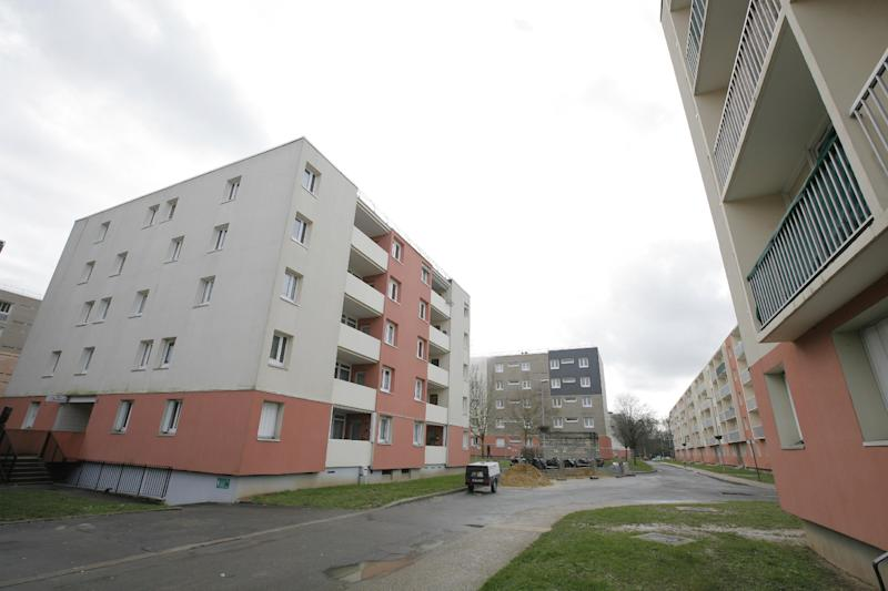 A picture taken on January 16, 2015 shows an apartment block during a police search in Fleury Merogis, a suburb of Paris (AFP Photo/Matthieu Alexandre)