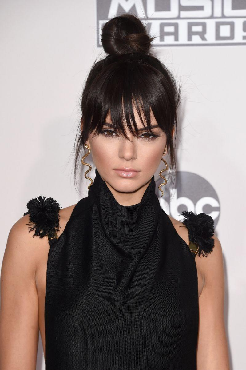 <p>Kendall Jenner rocked a topknot and faux bangs when she hit the carpet at the 2015 AMAs. <i>(Photo: Getty Images)</i></p>